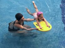 Clases de natación para niños y adolescentes